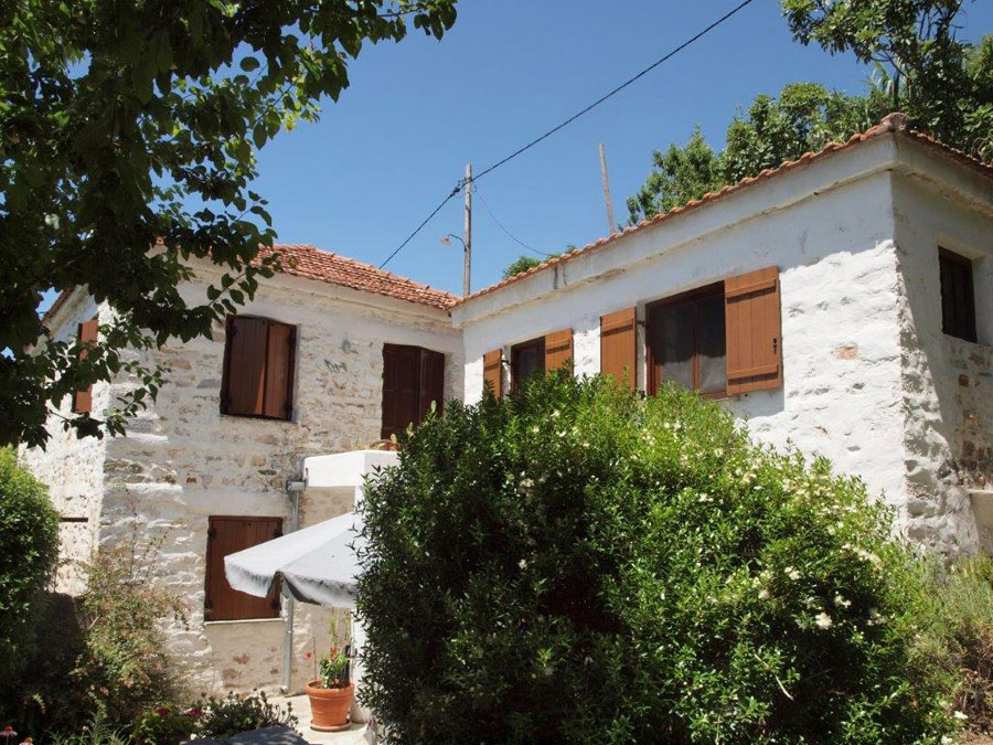 Stone home with a guest house in Milies  - Property Pelion