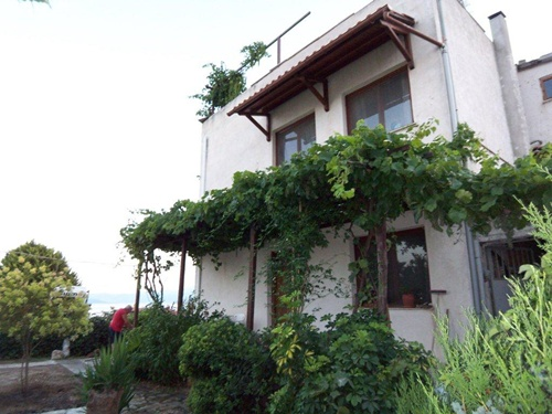 Best retirement beach home in quiet residential town - Property Pelion