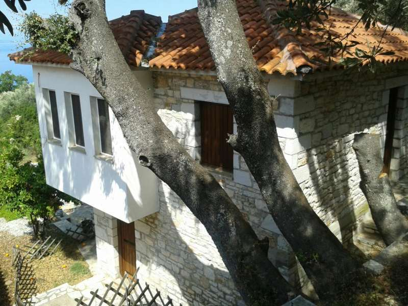 Traditional stone house with sea view in an olive grove in Kalamos - Property Pelion