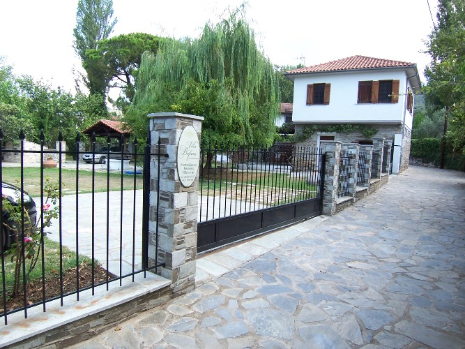 Two storey stone house in Horto 100m from the sea