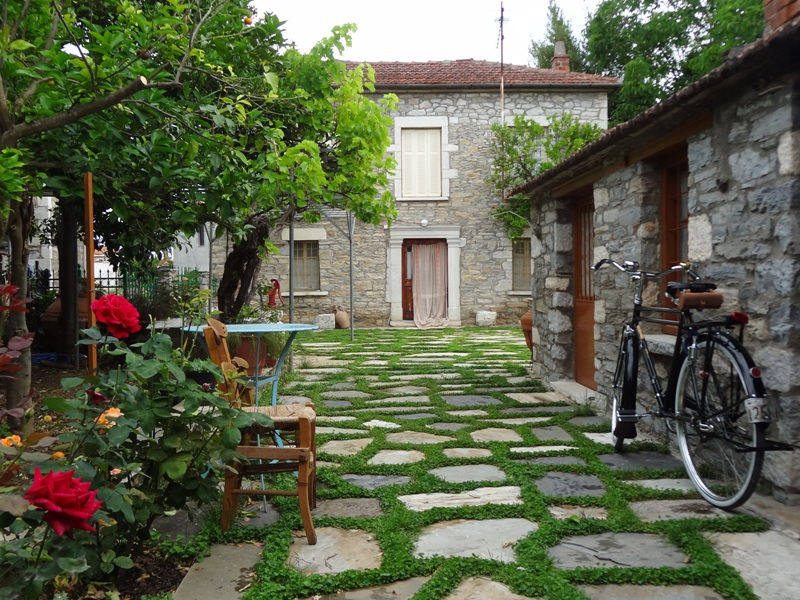 Charming stone house in Milina