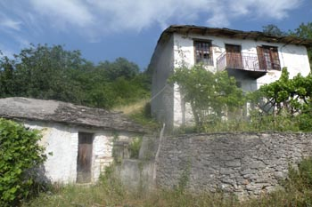 3 ruins begging for renovation, renovation, renovation in a Pelion village