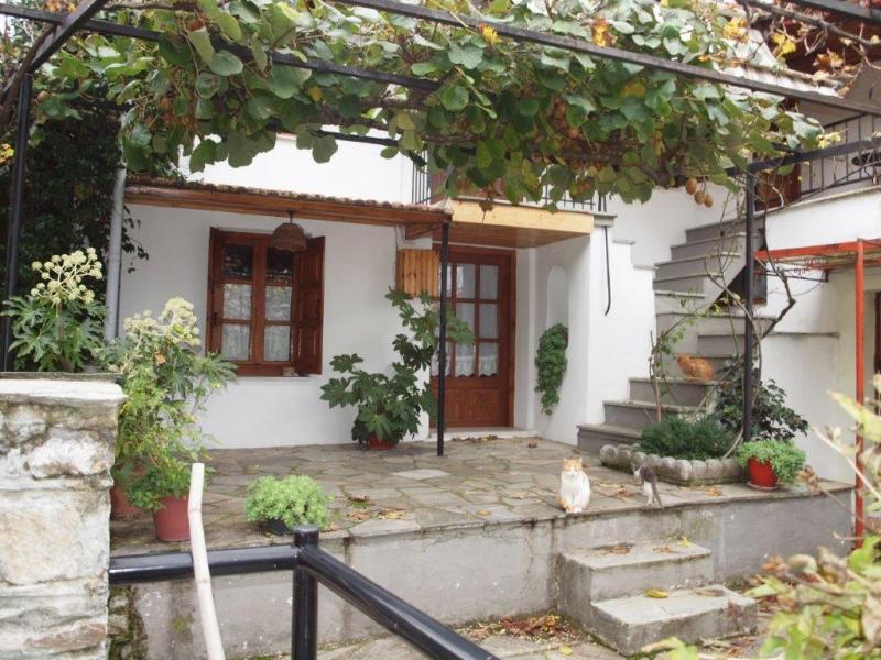 Sea view, many rooms much potential, village garden house