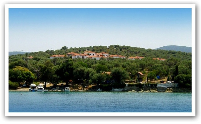Greek Island bungalows at Greek mainland prices sea side